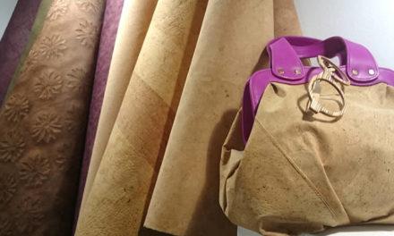 Material hecho de extractos de madera con apariencia de cuero