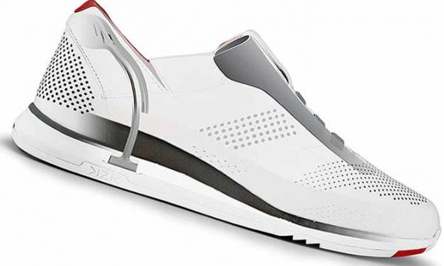 Zapatos con tecnología para calzarlos sin usar las manos