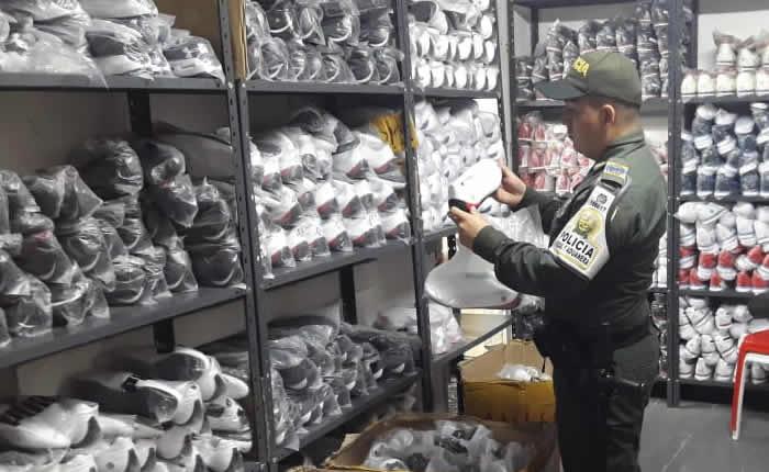 Golpe al contrabando de calzado en Colombia